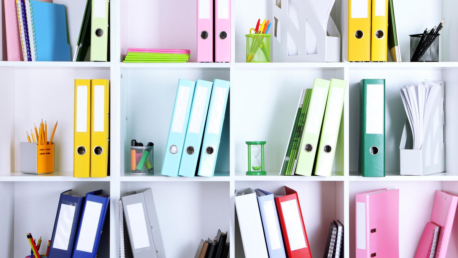 встает картинки шкаф с делами используется