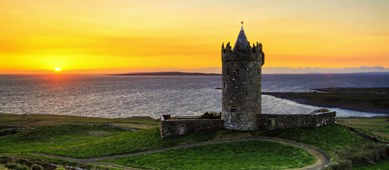doonagore_castle_at_susnset_Ireland5.jpg